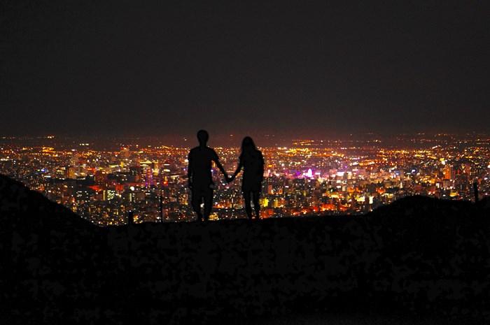夏は夜の公園デートがオススメ!夜の公園デートをしたがる男性心理も