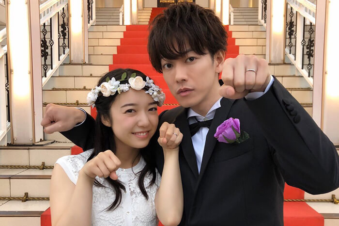 上白石萌音×佐藤健、結婚指輪輝くウェディング姿にファン悶絶「最高のオフショット」