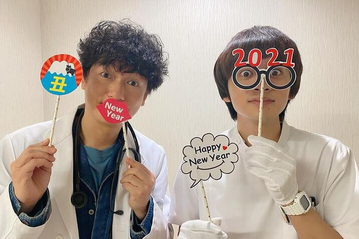 北村匠海&井浦新、おちゃめなポーズで新年をお祝い「尊い」「愛おしすぎる」と反響