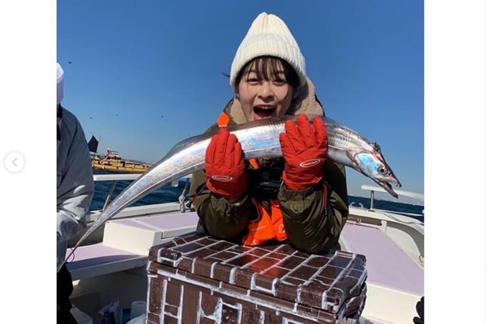 森七菜が釣りに挑戦!太刀魚との2ショットに「愛おしや〜」「可愛すぎ」と反響