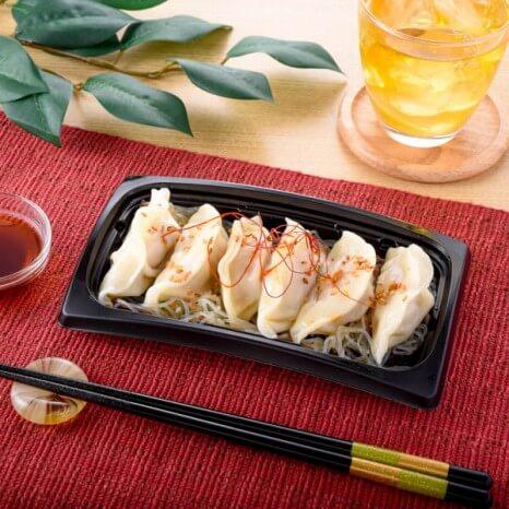 おろしぽん酢で食べるもっちり水餃子 341円(ファミリマート通常価格・税抜)
