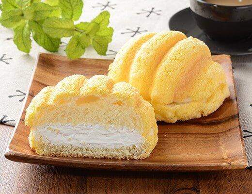 ザクザククッキーホイップメロンパン 150円(ローソン標準価格・税込)