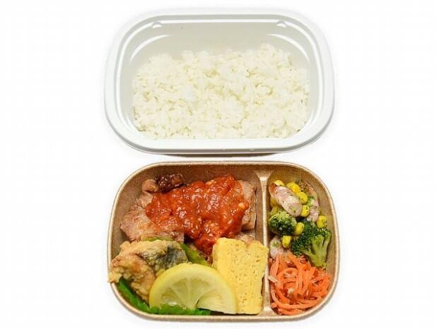 セブン-イレブン鮭ザンギはちみつレモンソースとトマチキ弁当 498円(税抜)