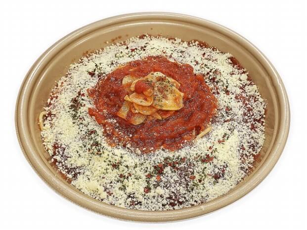 セブン-イレブン_国産にんにくとチーズのトマトソースパスタ 550円(税抜)