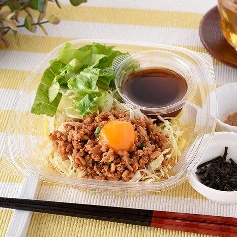 野菜と食べる!台湾まぜそば風ラーメンサラダ 306円(ファミリーマート通常価格・税抜)