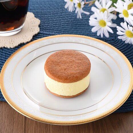 バタービスケットサンド レモン 212円(ファミリーマート通常価格・税抜)