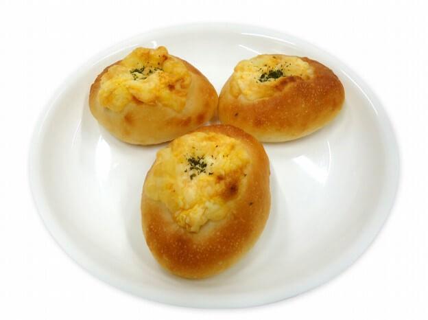 セブン-イレブン_もっちり食感 たまごチーズ3個入り 230円(税抜)